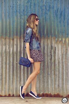http://fashioncoolture.com.br/2014/04/28/denim-leopard-slips-print-jacket/