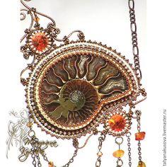 """Купить Кулон """"Гостья из прошлого"""" - коричневый, аммонит, Кристаллы swarovski, янтарь, янтарная крошка"""