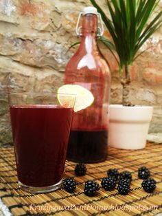 Kryzysowa Pani Domu: Syrop jeżynowy - dodatek idealny Alcoholic Drinks, My Favorite Things, Fruit, Glass, Food, Drinkware, Alcoholic Beverages, The Fruit, Meals