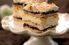 "Tort ""Pani Walewska"" – un deliciu adorat de lumea întreagă! Polish Desserts, Polish Recipes, Polish Food, Sweet Recipes, Cake Recipes, Dessert Recipes, Frozen Desserts, No Bake Desserts, Food Cakes"
