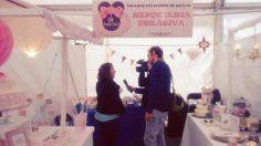 Di-Tartas atendiendo a los medios en la #Feria de #Navidad de #Petrer  #reposteriacreativa by di_tartas