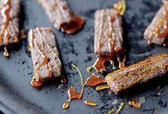 Křehké čokoládové sušenky s karamelem - recept. Přečtěte si, jak jídlo správně připravit a jaké si nachystat suroviny. Vše najdete na webu Recepty.cz.
