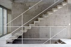 Concrete stairs, floating stairs, Metro Associated Architects, Concrete House - Home Interior Design Concrete Staircase, Stair Handrail, Concrete Houses, Banisters, Staircase Design, Railings, Concrete Architecture, Architecture Design, Escalier Design