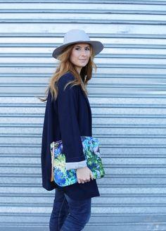 Casual Look. Look con sombrero. A trendy life. #casual #trendy #hat #clutch #blue&grey #denim #jeans #details #mango #zalando #zubi #fashionpills #asos #marketplaceny #mariamare #outfit #fashionblogger #atrendylife www.atrendylifestyle.com