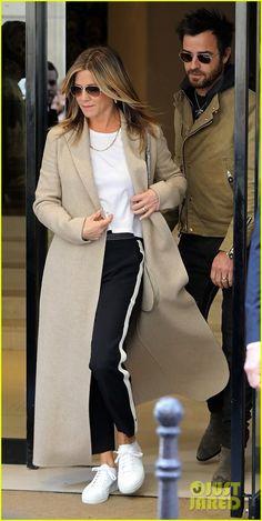 Jennifer Aniston & Justin Theroux Step Out Together in Paris | jennifer aniston justin theroux out in paris 01 - Photo