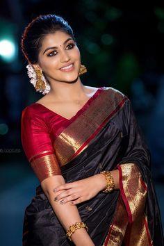 Yashika Aannand saree stills at Zee Cine Awards Tamil 2020 Indian Beauty Saree, Indian Sarees, Wedding Saree Collection, Sabyasachi Collection, Silk Saree Blouse Designs, Simple Sarees, Black Saree, Green Saree, Saree Trends