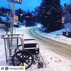 Noen som savner en rullestol? #reiseblogger #reiseliv #reisetips  #Repost @chrissy1983 with @repostapp  Pausestolen  Folk setter fra seg det merkeligste  #instamoment#norway#travel#reiseradet#bakke#rullestol#photooftheday#fun#pause#norge#instadaily#sporty#wheelchair#morro