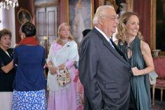 Le duc de Wurtemberg en conversation avec sa belle-fille la duchesse Marie Caroline en Bavière épouse du duc Philippe. A l'arrière plan, la princesse Marion et la duchesse Mathilde