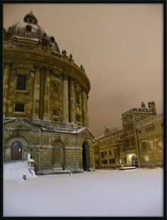 Snowy night in Oxford