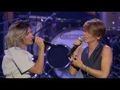 Elisa & Alessandra Amoroso - Comunque Andare (Amiche in Arena) - YouTube
