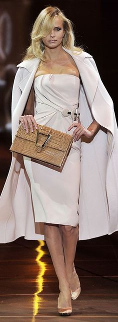 #ArmaniPrivé strapless dress + cape/coat + alligator purse w/ large buckle. Beige never looked so good.