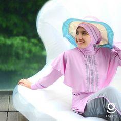 """Berenang itu salah satu #sunnah lho dear.. Dari Jabir bin Abdillah radhiyallahuanhu bahwa Rasulullah SAW bersabda""""Segala sesuatu yang di dalamnya tidak mengandung dzikrullah merupakan perbuatan sia-sia senda gurau dan permainan kecuali empat (perkara) yaitu senda gurau suami dengan istrinya melatih kuda berlatih memanah dan mengajarkan renang.(HR. An-Nasai). Nih kenalin baju renang Muslimah dari @polite_swim. Desainnya stylish dan yg pasti syar'i dong.. @polite_swim @polite_swim  POLITE…"""