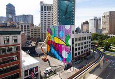 Ecco come Alex Brewer con i suoi murales colorati, astratti e irriverenti si è affermato come street artist a livello internazionale
