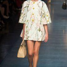 Des femmes et des fleurs pour symbole chez dolce & Gabbana extrait de l'article : Des fleurs plein la tête ! Découvrez encore plus d'inspirations sur le blog https://www.atelier-des-singulieres.fr