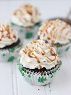 These Irish cupcakes are the perfect way to have all your favorite Irish alcohol in one cupcake recipe. Decadent chocolate Guinness cupcakes are filled with salty Whiskey Caramel and then topped with a creamy, fluffy Baileys buttercream. Guinness Cupcakes, Cupcake Recipes, Cupcake Cakes, Dessert Recipes, Recipes Dinner, Holiday Recipes, Yummy Treats, Sweet Treats, Mixed Berry Pie