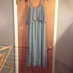 Printed maxi dress Beautiful printed maxi dress light weight super comfortable worn about 2 times great condition Faded Glory Dresses Maxi
