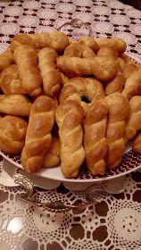 ΜΑΓΕΙΡΙΚΗ ΚΑΙ ΣΥΝΤΑΓΕΣ 2: Κουλουράκια με γεύση τσουρέκι !!! Greek Sweets, Greek Desserts, Greek Recipes, Cookbook Recipes, Sweets Recipes, Cookie Recipes, Biscuit Cookies, Cake Cookies, Koulourakia Recipe