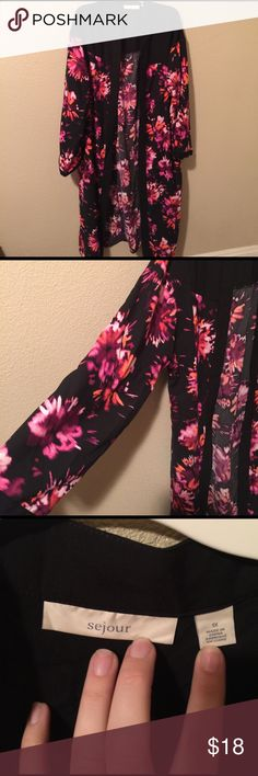 Sejour kimono, size 1x floral long sleeve Sejour kimono, size 1x floral long sleeve very nice thick material. Small slits on the side easy to walk in, flows nicely. Never worn but tags were removed Nordstrom purchase torrid Tops Tunics