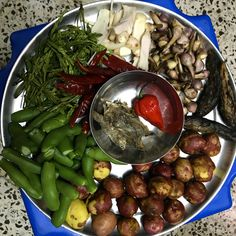 A humble dinner for the tired soul. Reminds me of Winter at home. Eronba garnished with thoiding ashuba(roasted perilla seeds) and lomba (dried elsholtzia flower part). Parts Of A Flower, India Tour, Us Foods, Tired, Foodies, Roast, Seeds, Healthy Recipes, Fish