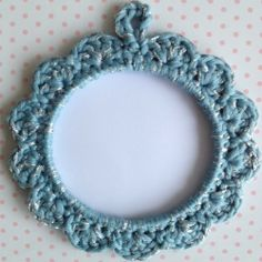 Petit cadre rond en crochet qui brille via La petite boutique de Mamathbibi. Click on the image to see more!