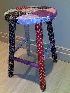 Olá meninas, tudo bem? Hoje trago uma inspiração de uma mesa, cadeiras e banquinho forrado com tecidos, olha as fotos abaixo, uma ideia ma...