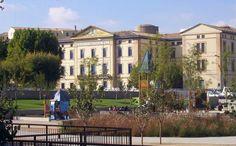 Vista de la Facultad desde el Parque Universidad (Huesca)