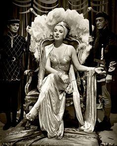 Patricia Morison as the Queen of Sheba. Fantasy Photography, Vintage Photography, Fashion Photography, Photo Reference, Drawing Reference, Body Reference, Figure Reference, Queen Drawing, Hooray For Hollywood