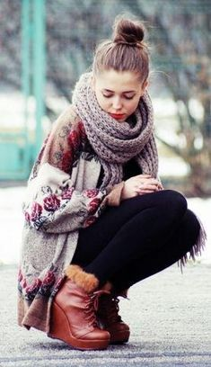 I like the big sweater and the scarf and the big bun hair!