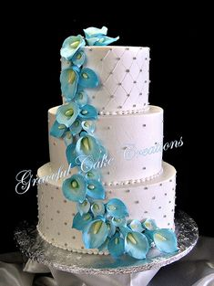 Elegant White Wedding Cake with Malibu Blue Calla Lilies.wouldn't want the calla Lillies but otherwise cute Wedding Cake Fresh Flowers, Purple Wedding Cakes, Elegant Wedding Cakes, Wedding Cake Designs, Wedding Blue, Trendy Wedding, July Wedding, Elegant Cakes, Lace Wedding