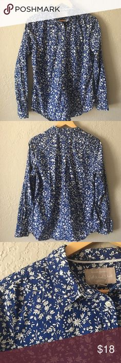 "Banana Republic Button Down Blue and white floral 100% cotton ""soft wash shirt"". armpit to armpit is 21 inches, waist 20, hips 21 arm sleeve length 17 1/2 inches and overall length is 27 inches. Very good condition Banana Republic Tops Button Down Shirts"