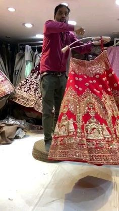 Simple Pakistani Dresses, Indian Gowns Dresses, Indian Fashion Dresses, Indian Designer Outfits, Mexican Dresses, Indian Wedding Wear, Indian Bridal Outfits, Indian Bridal Fashion, Fancy Dress Design