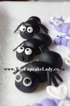 hand made, sugarpaste, fondant, insect, bug, cupcake topper, ant