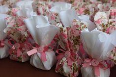 Embalagens não tradicionais (e lindas)para os bem casados! . . By @giselebemcasados #bemcasadosbh #casamento #wedding #weddingday #weddingblog #bridal #noiva #noivo #groom #bridetobe #apc #assessoriaprecasamento #blogdenoivas #apaixonadaporcasamento