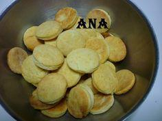 Masitas de queso saladas Ver receta: http://www.mis-recetas.org/recetas/show/41221-masitas-de-queso-saladas