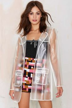 When the cold comes in, keep things toasty with new moto jackets, blazers, cape coats, and anoraks. Nasty Gal knows how to heat you up! Clear Raincoat, Plastic Raincoat, Pvc Raincoat, Transparent Raincoat, Pull Court, Rainy Day Fashion, Raincoats For Women, Winter Coats Women, Tumblr Outfits