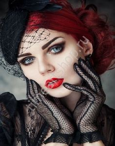 Top Gothic Fashion Tips To Keep You In Style. As trends change, and you age, be willing to alter your style so that you can always look your best. Consistently using good gothic fashion sense can help Goth Beauty, Dark Beauty, Makeup Gothic, Chica Dark, Estilo Rock, Looks Vintage, Gothic Jewelry, Gothic Clothing, Mode Outfits