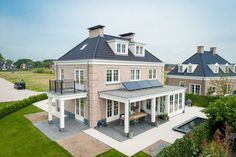 Farmhouse Style Homes Exterior Design Ideas - New Decoration Mansion Designs, My House Plans, Exterior Makeover, House With Porch, Dream House Exterior, Home Design Plans, Exterior Design, Farmhouse Style, Beautiful Homes