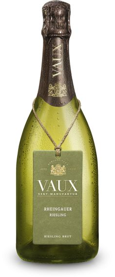 Auch wenn ihr euch vielleicht schon für einen Sekt entschieden habt. Dieser deutsche Sekt ist von seiner Qualität und seinem Geschmack absolut ebenbürtig zum großen Bruder Champagner.