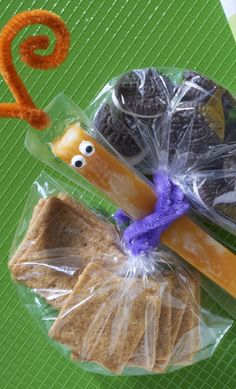 Take your school snacks to new heights with this adorable Butterfly Pack To Go. A simple and clever way to serve up some tasty goodies. Cute Snacks, Kid Snacks, Back To School Lunch Ideas, School Fun, Butterfly Snacks, Wheat Thins, Lunch Cooler, Preschool Snacks, School Lunches