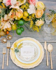 These are the best wedding centerpieces with fruits and vegetables. These table adornments will encourage you to think outside floral centerpieces. Reception Table, Wedding Table, Wedding Reception, Reception Ideas, Decoration Evenementielle, Outdoor Wedding Inspiration, Wedding Ideas, Wedding Poses, Wedding Pictures