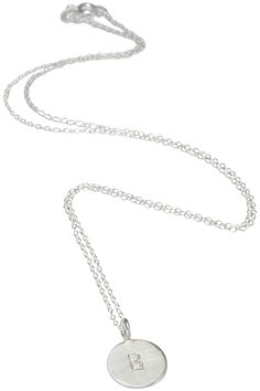 Halskæde i sølv med bogstav mønt vedhæng via Simply by Charlotte. Click on the image to see more!