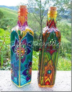 Decorative Bottles : Decorate clear bottles to Awesomeness!I have a set of Spectrum Noir alcohol mark… Dekorative Flaschen: Dekorieren Sie klare Flaschen zu Awesomeness! Glass Bottle Crafts, Wine Bottle Art, Painted Wine Bottles, Bottles And Jars, Glass Jars, Decorated Bottles, Vodka Bottle, Colored Glass Bottles, Alcohol Bottles