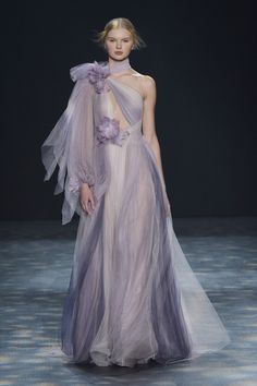Marchesa Fall See all the best runway looks from New York Fashion Week here: Live Fashion, New York Fashion, Fashion Show, Fashion Tips, Fashion Design, Fashion Trends, Couture Fashion, Runway Fashion, Marchesa Fashion
