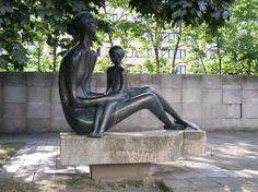 """Mezi """"prašivkami"""" objevil Karous skvosty Public Art, Garden Sculpture, Buddha, Statue, Outdoor Decor, Artist, Design, Sculptures"""