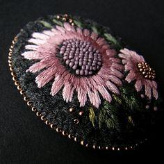 brosza z pudrem (proj. agat.handmade), do kupienia w DecoBazaar.com