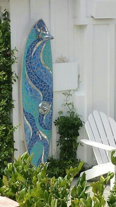 ideas for mosaic surf board shower Surfboard Decor, Surf Decor, Cottage Style Living Room, Beach Cottage Style, Beach Condo, Beach House Decor, Beach Room, Hawaii Homes, Beach Bungalows