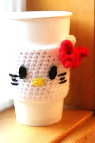 Fancy That Notion: Guest Post: Hello Kitty Coffee Cozy Pattern (changed this: chained 32 to start, 10 sc between ears) Crochet Coffee Cozy, Coffee Cup Cozy, Crochet Cozy, Crochet Gifts, Cute Crochet, Coffee Barista, Coffee Menu, Coffee Girl, Coffee Corner