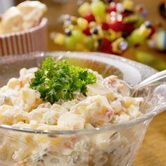 Kartoffeln waschen, mit der Schale garen, abpellen und erkalten lassen. Joghurt mit Zitronensaft, Mayonnaise, Essig, Salz, Pfeffer, etwas Zucker und...