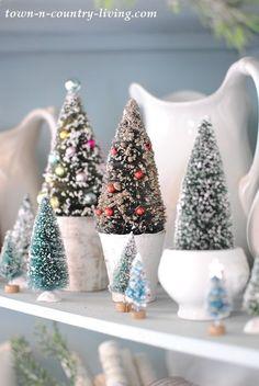 Bottle Brush Christmas Tree Display Little Christmas Trees, Cozy Christmas, Vintage Christmas Ornaments, Christmas Colors, Rustic Christmas, All Things Christmas, Beautiful Christmas, Christmas Holidays, Christmas Crafts