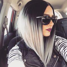 schwarze und weiße Ombre Look große Sonnenbrille, lila Lippenstift, Lederjacke im Auto